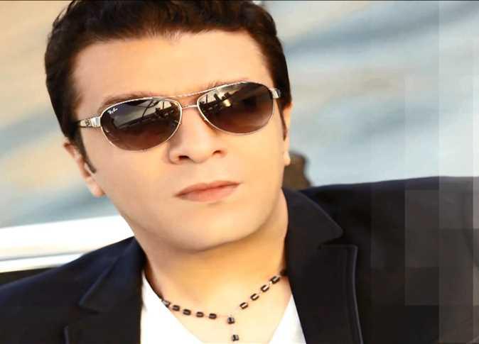 """مصطفى كامل يتفاجئ بسرقة اغنية """"حلوة البنات"""" من ألبومه الجديد"""