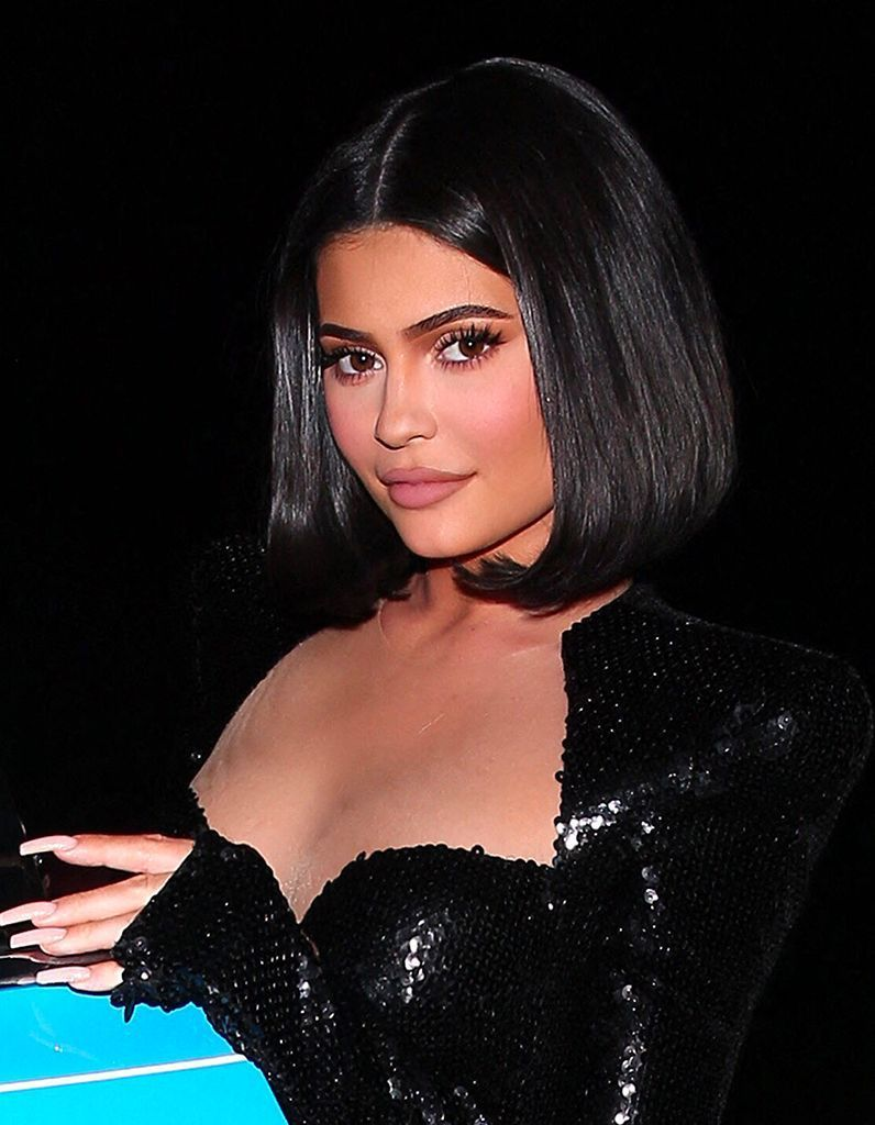 Rather than rocking her usual waist-length tresses, Jenner showcased a chic blunt bob and a makeup-free face via her Instagram.