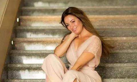 "نرمين الفقي تشعل السوشيال ميديا بصورها بدون مكياج.. والمتابعين: ""قمر مصر كلها"