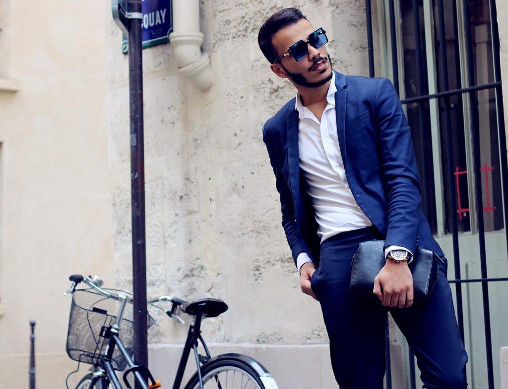 ,Badr un créé un blog baptisé  «Parisien Moon» dans l'ultime but de partager ses looks avec des gens