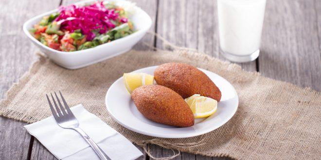 كبة بطاطس مقرمشة و سلطة حمص