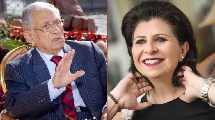 ميريت عمر الحريرى تهدى المقتنيات الخاصه بوالدها للمركز القومي للمسرح