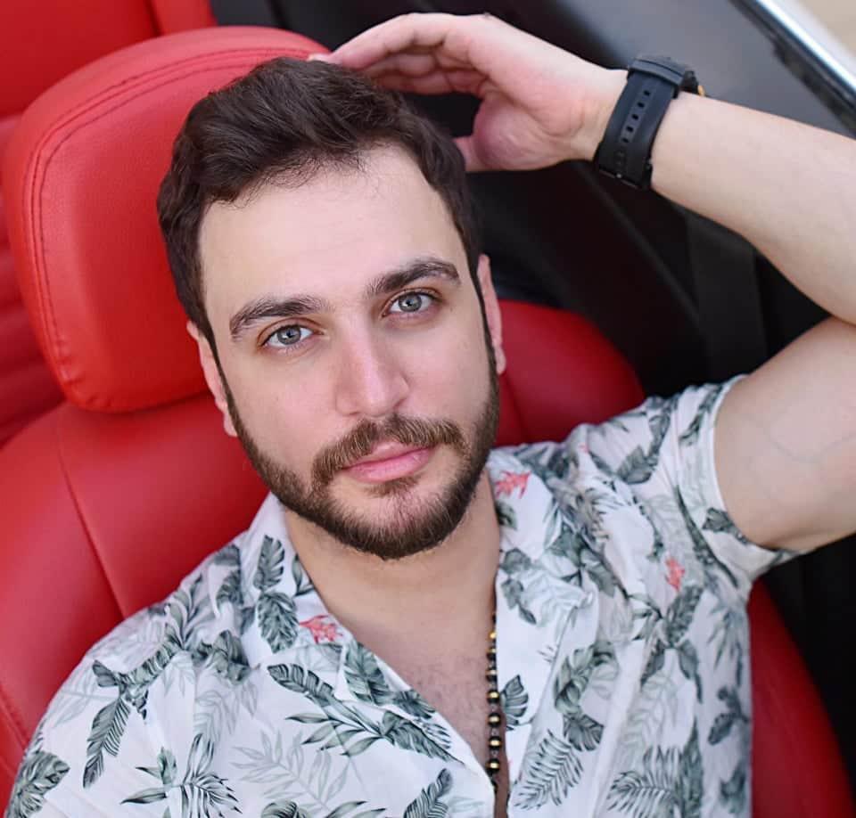 """أحمد نافع يحقق مليون مشاهدة بأغنيتي """"الحب أهو"""" و"""" زي القمر"""" فور طرح ألبومه الجديد"""
