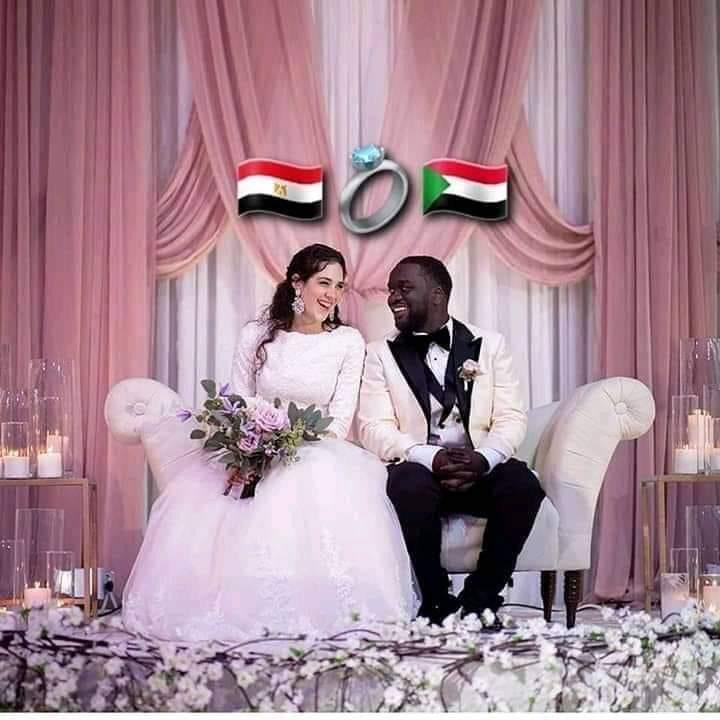 مواقع التواصل الاجتماعي تشتغل بصور عرسان مبادرة مصر والسودان ايد واحدة