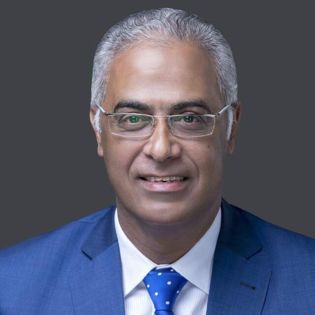 رئيس جامعة بورسعيد يشارك فى انتخابات مجلس الشيوخ 2020