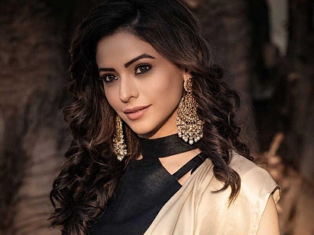 Best Dressed: Hina Khan, Sreejita De, Aamna Sharif ace the stylish ethnic look
