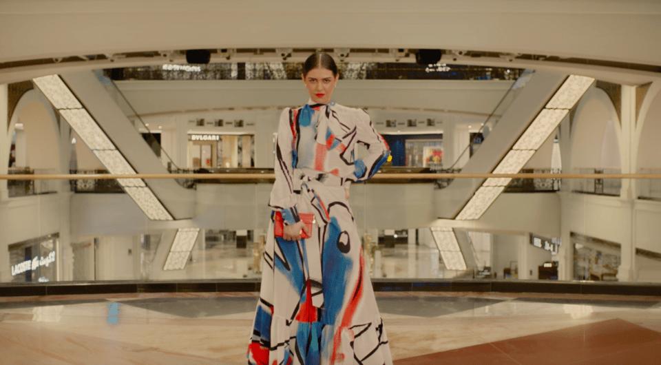 عالم الموضة 2020: كل ما تحتاج لمعرفته حول العرض الأول لليلة في المول
