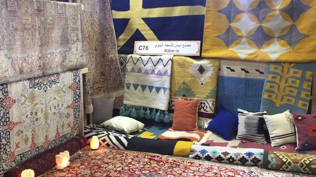 """يذكر أن معرض """"تراثنا"""" يضم المئات من المشروعات المصرية المشهورة بإنتاجها اليدوي والفني الفريد وابداعات كبار الحرفيين والصناع المهرة والفنانين من مختلف محافظات الجمهورية"""