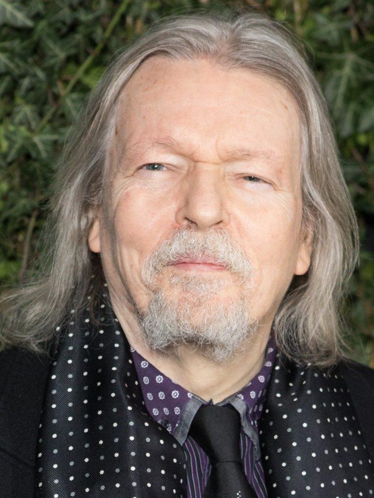 عاش في الإسكندرية وحصل على الأوسكار والبافتا مهرجان القاهرة السينمائي يمنح الكاتب البريطاني كريستوفر هامبتون جائزة الهرم الذهبي التقديرية لإنجاز العمر