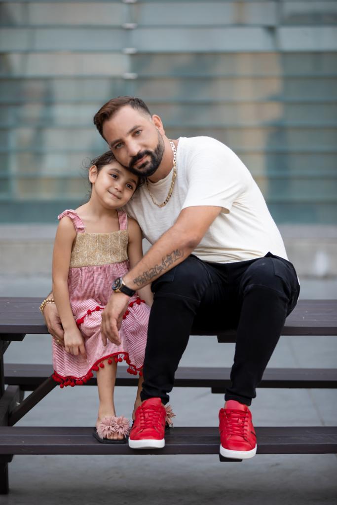 """الفنان طارق درويش  يغني ل مريم أغنية """"بنت عن بت بتفرق"""""""
