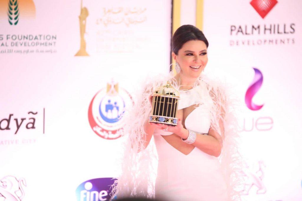 """ريموشكا تتألق بالفستان الأبيض فى افتتاح """"القاهرة السينمائي"""" ال42"""