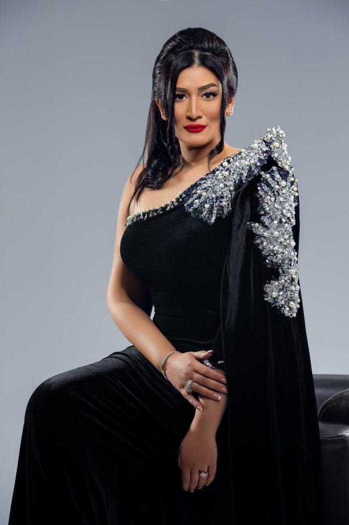 دنيا صلاح عبدالله تقدم برنامج فى حته تانيه للعام الثانى على إذاعه ميجا FM 92.7