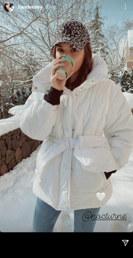 Handa Archil jouit d'un regard spontané dans la neige