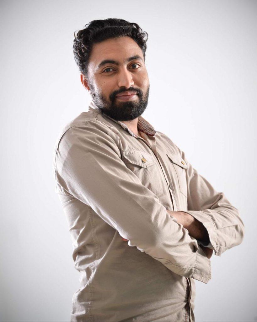 """عبد الرحيم أحمد يستعد لعرض """"آباء تحت الإنشاء"""""""