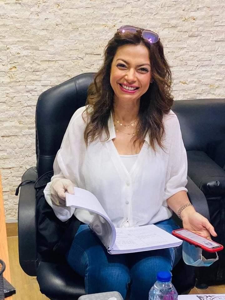يعرض حاليًا للنجمة داليا مصطفى بدور العرض السينمائي فيلم «قبل الأربعين» ويشاركها في البطولة كل من النجمة بسمة