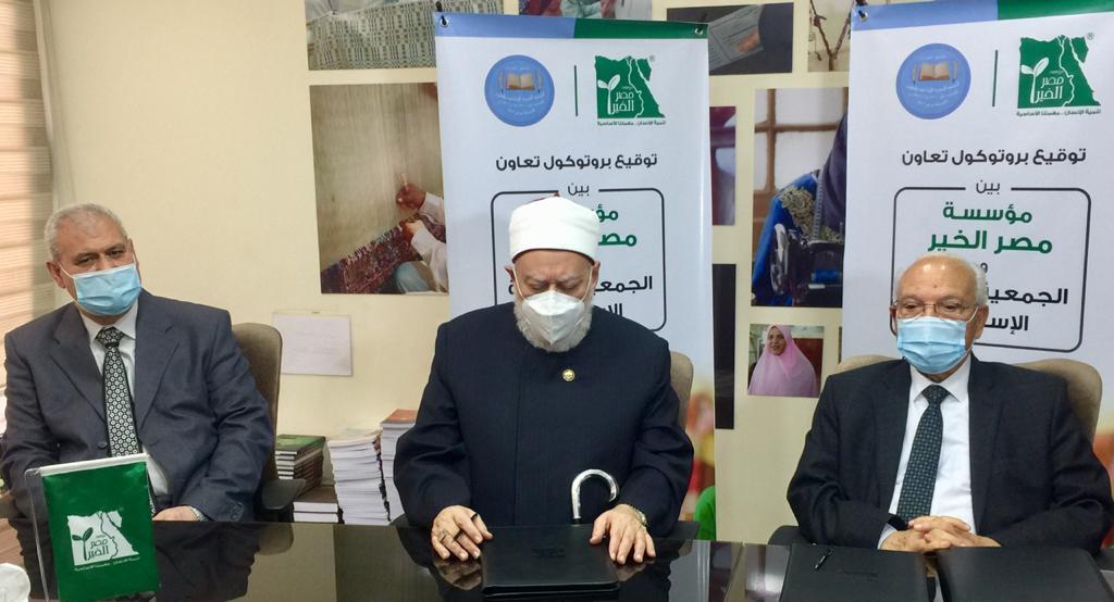 """أضاف الدكتور الصعيدى أن الجمعية الخيرية الإسلامية تبحث حاليا سبل التعاون مع مؤسسة """"مصر الخير"""" في مجال الصحة لما للمؤسسة من باع كبير في مجال تقديم الخدمات الصحية"""
