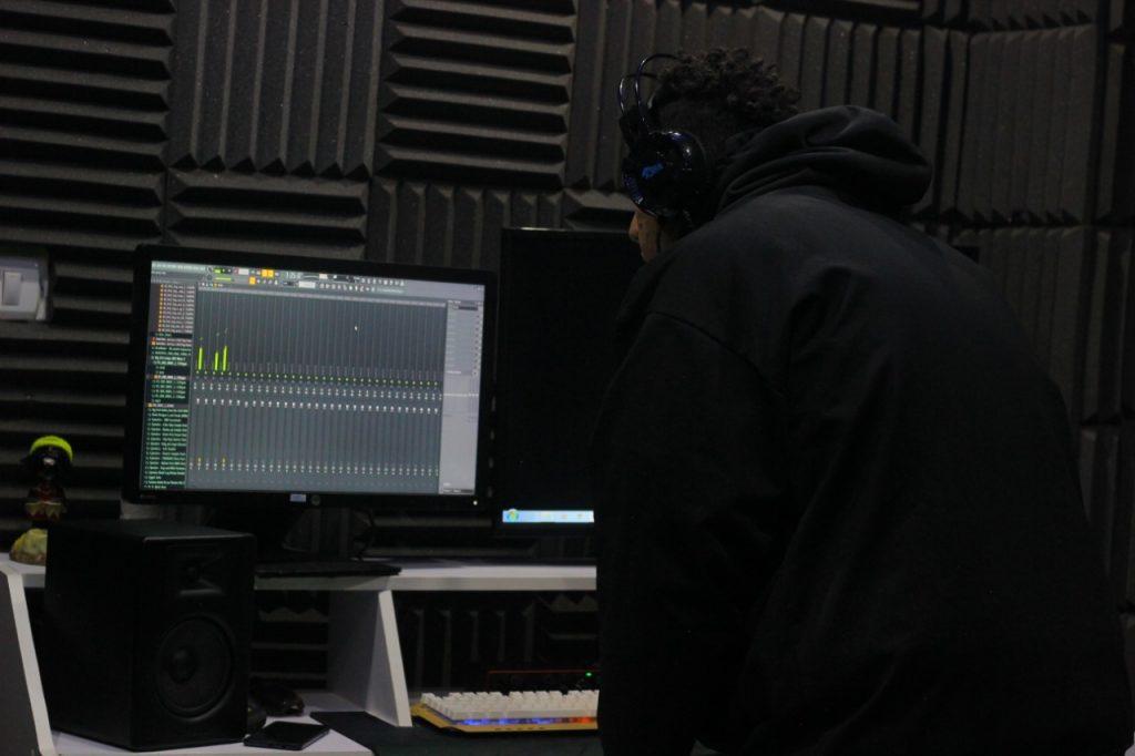 قدم لؤي التوزيع الموسيقي لأغاني عدد من المطربين منهم ميريام فارس، مرام، يارا، رنا عتيق وآخرون