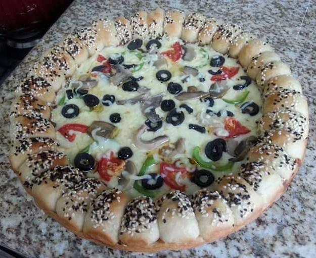 بيتزا الكويرات( محشيه الاطراف)