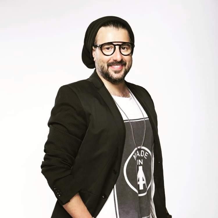 يذكر أن النجم كريم أبو زيد طرح مؤخراً ألبوم «فكك من الناس»، والذي ضم 5 أغنيات فقط