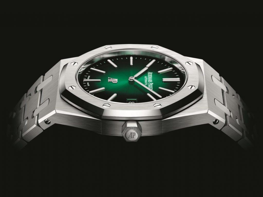 أوديمار بيغه: إصداراتٌ جديدة – ظلال اللون الأخضر في ساعة رويال أوك
