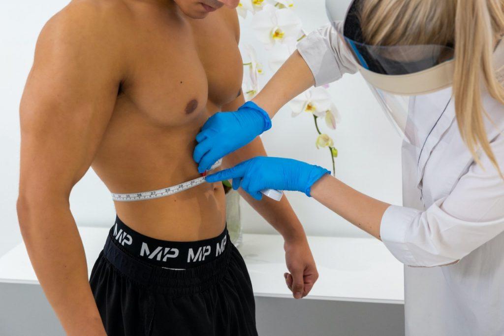 أحدث المعالجات غير الجراحية لفقد الدهون في عيادة ايـﭭوري استاتيك دبي: ليزر الزمرد (الأخضر) من إركونيا الطبية- Erchonia's Emerald Laser