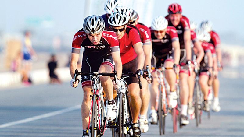 تحدي سبينس دبي 92 للدراجات الهوائية ينطلق بمنافسات محتدمة عبر شوارع مدينة دبي