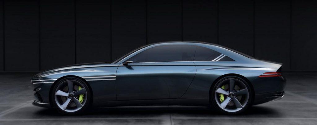 تركز هذه السيارة الجديدة عالية الأداء على استخدام اللمسة التصميمية ذات الخطين الذي تشتهر به جينيسيس في داخل السيارة وخارجها