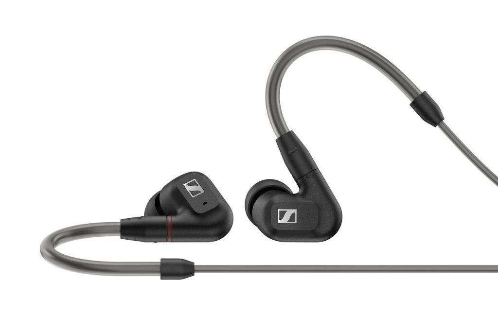 إن تصميم الإصدار الجديد IE300 مستوحى من عالم التجارب الصوتية الاحترافية.