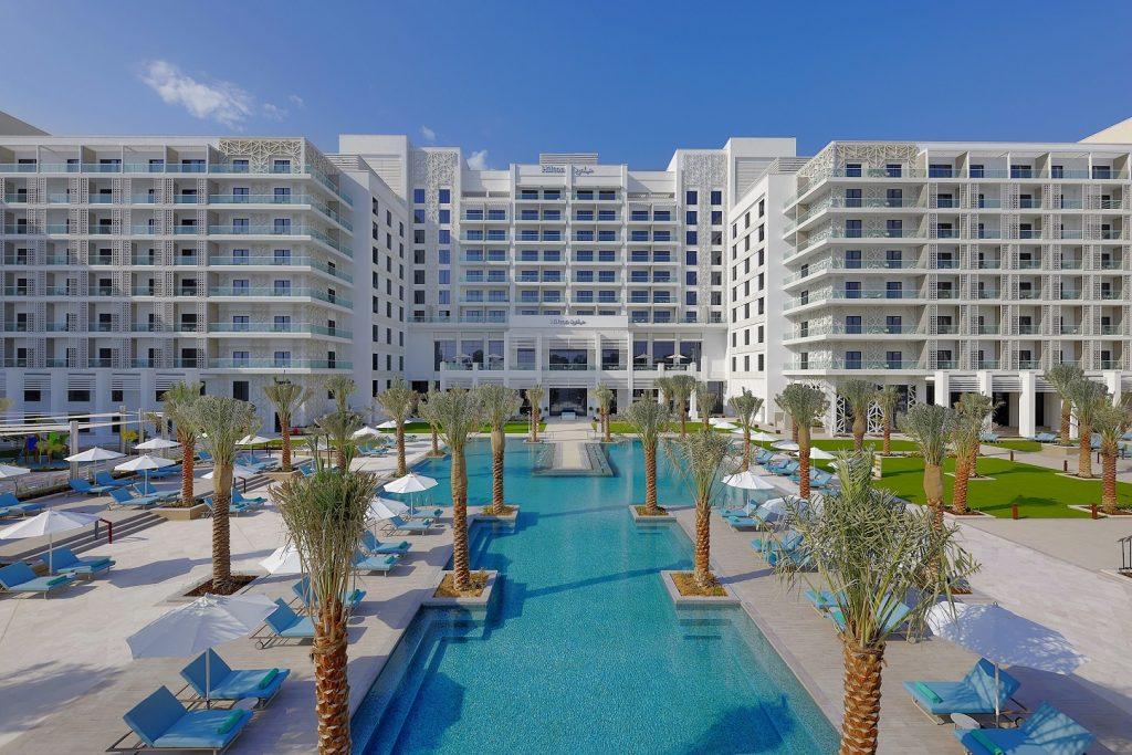 هيلتون أبوظبي جزيرة ياس يطلق عرضاً حصرياً لارتياد المسبح مع حلول موسم الصيف
