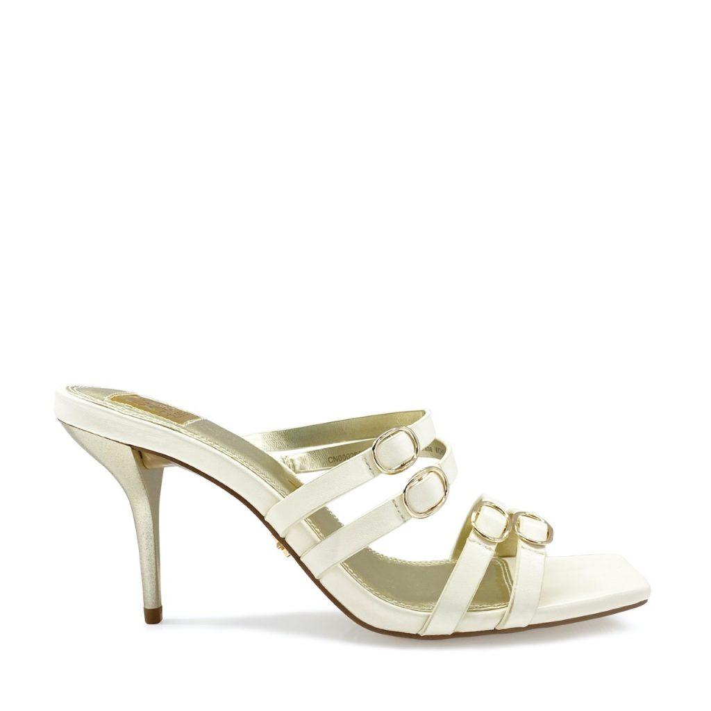 لولو الحسن هي أول مصممة أحذية سعودية الجنسية.