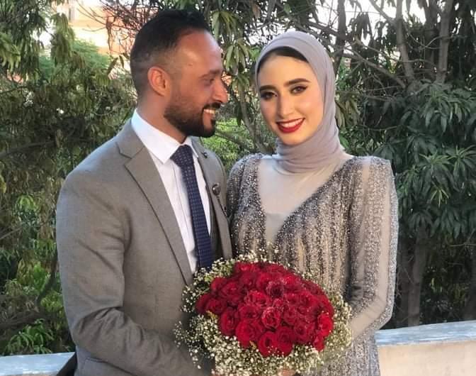 الشاعر عمرو هشام يحتفل بخطوبته علي رانيا النيني