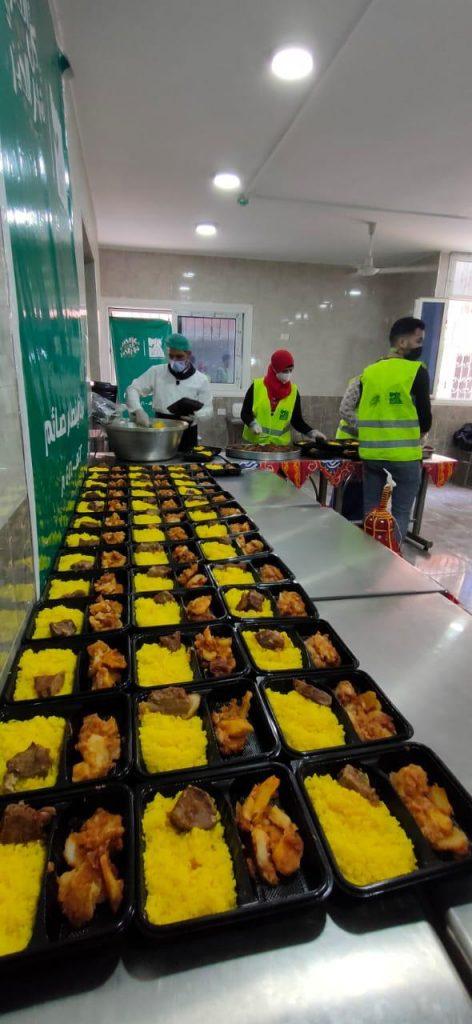 لفت إلي أن حملة إفطار صائم والتي أطلقتها المؤسسة منذ 9 سنوات بالتعاون مع وزارة التضامن الإجتماعى تستهدف الوصول إلي الأسر الأولى بالرعاية في جميع المحافظات وتوفير وجبات الإفطار لهم داخل منازلهم