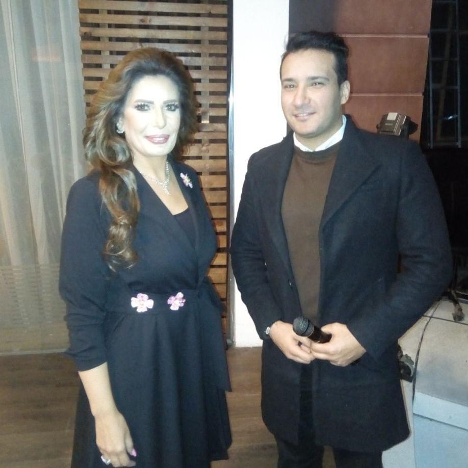 الفنان محمد عبد الغفار كستيرو أثناء لقاء خاص مع الإعلامية أمينة زعزوع