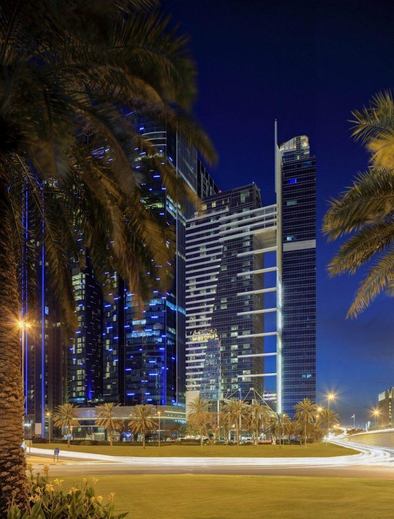 يضم الفندق 236 غرفة وجناح ومسكن بمساحات رحبة وإطلالات خلابة على أفق مدينة دبي المذهل، ليكون الوجهة الأفضل للترفيه والأعمال