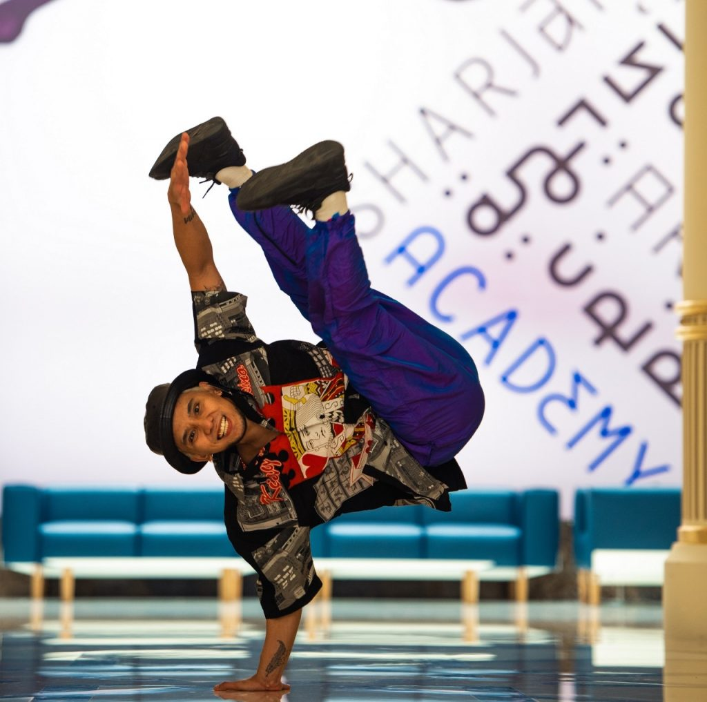 وصل برنامج الرقص الحديث الى الأكاديمية