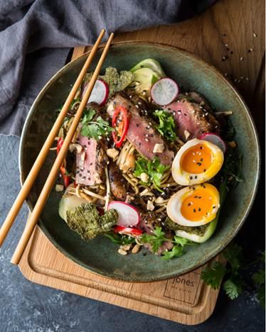 طبق Miso Glazed Steak and Udon Noodles