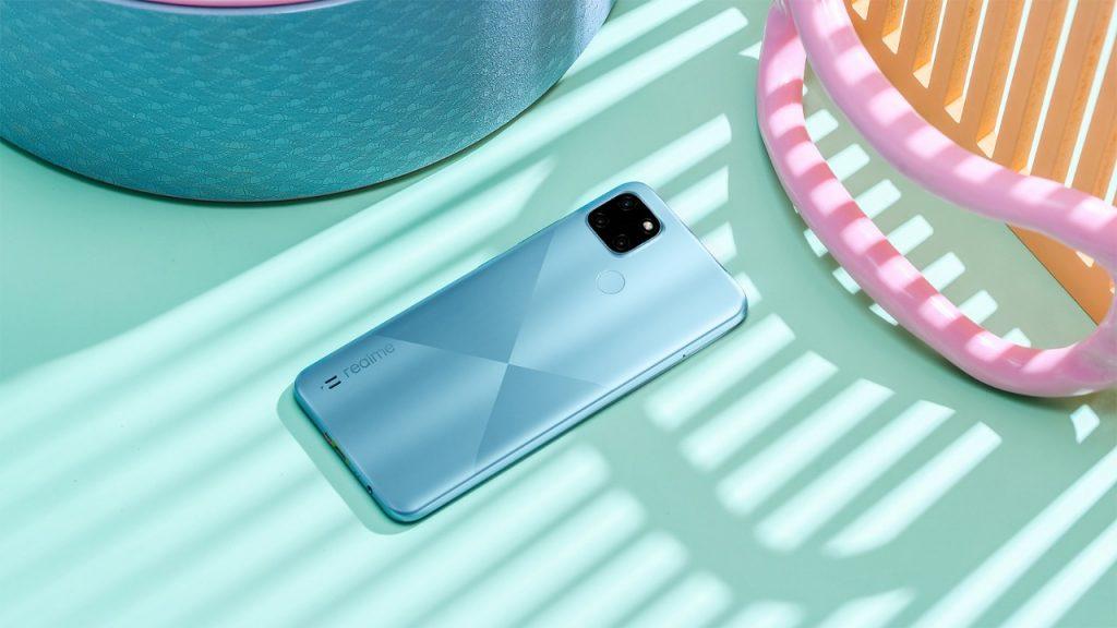 """""""ريلمي"""" تواصل نجاحاتها وتطلق هاتفها الجديد realme C21Y في الإمارات"""