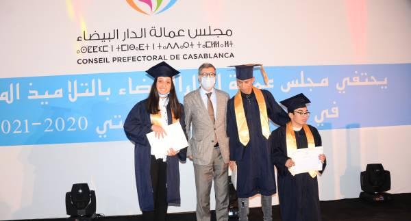 مجلس عمالة الدار البيضاء يحتفي بالمتفوقين الحاصلين على شهادة الباكالوريا 2020-2021