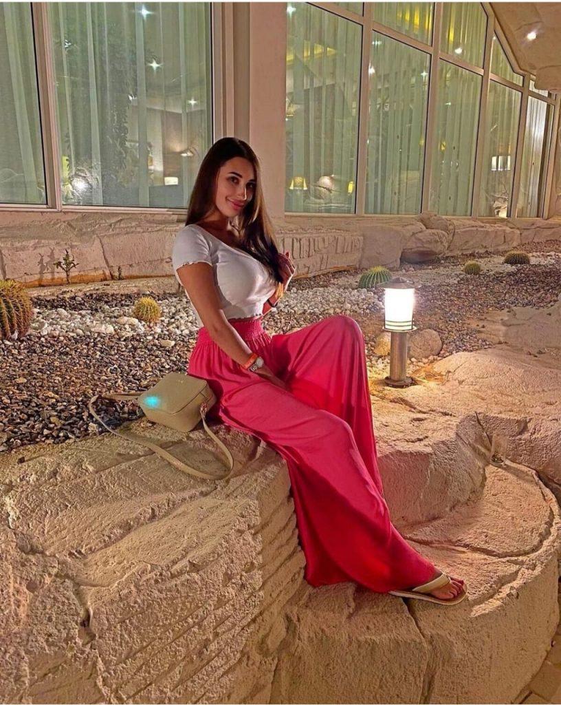 ديانا ميهالوفتش تستجم على شواطئ البحر الأحمر