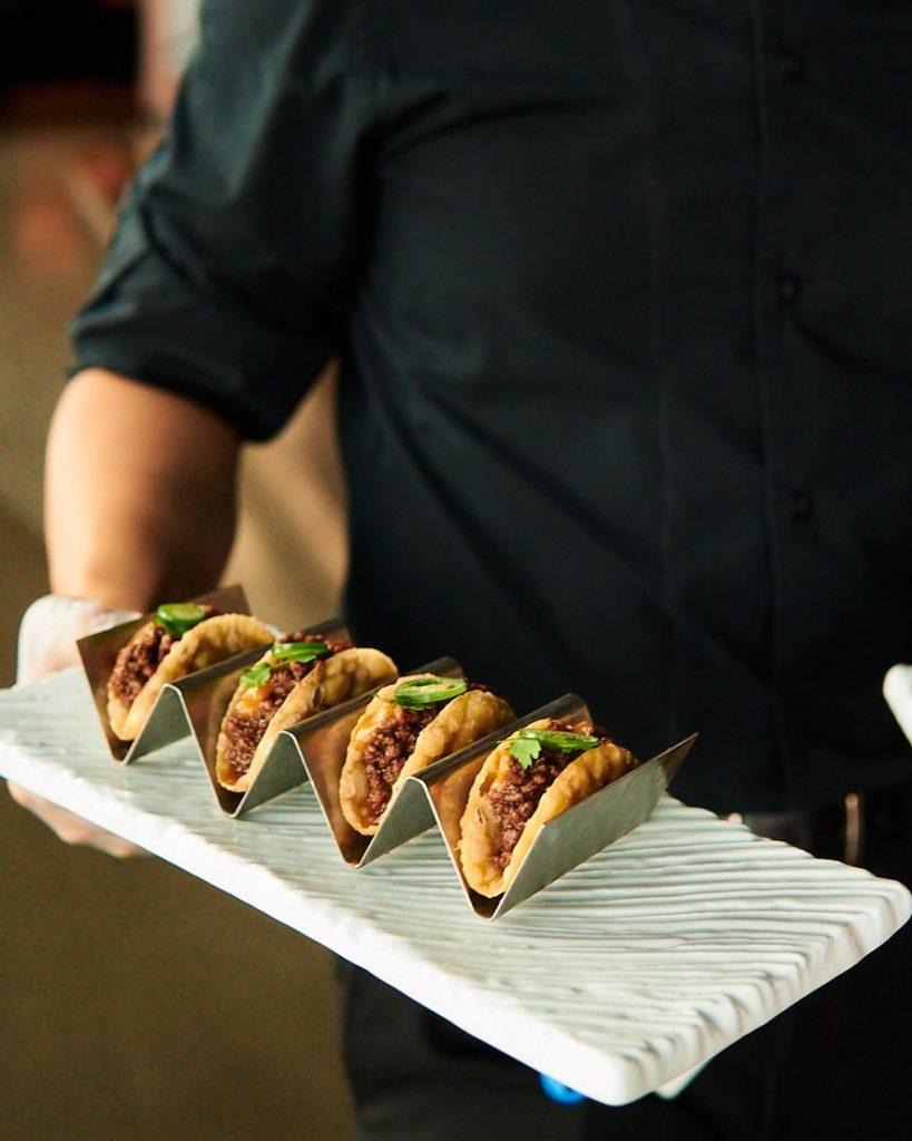 تجربة طعام يابانية فريدة من مطعم أكيرا باك