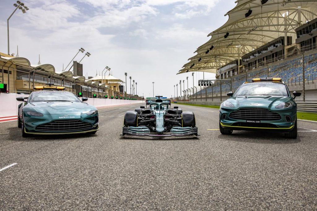 •سائق فريق أستون مارتن كوجنيزانت للفورمولا 1 لانس سترول يقود سيارة إيه إم آر 21 فورمولا 1® يوم السبت