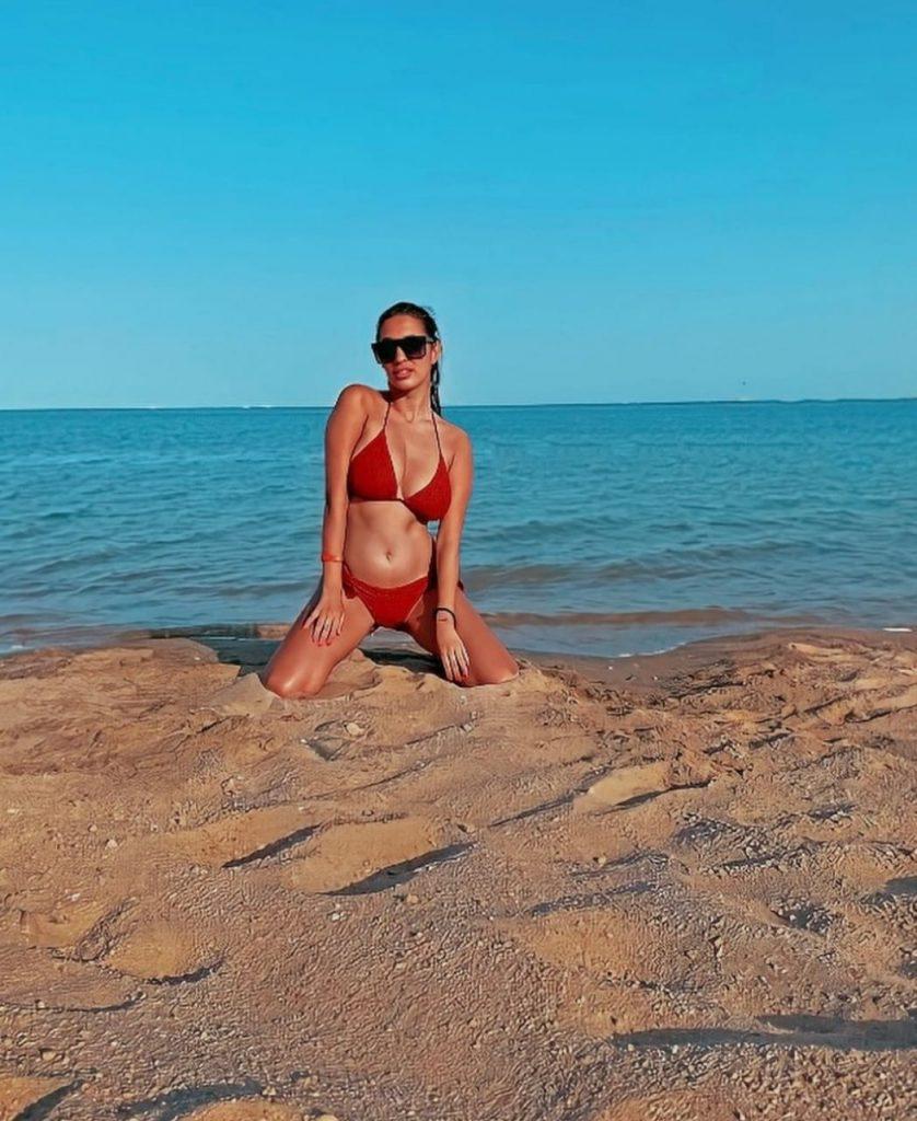 ظهرت علامات السعادة والارتياح على ملامح المطربة الصربية التى عبرت عن سعادتها بتواجدها في مصر