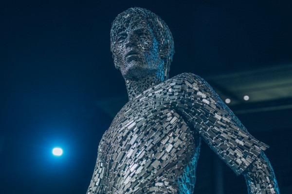 مانشستر سيتي يكشف النقاب عن تماثيل فنسنت كومباني وديفيد سيلفا