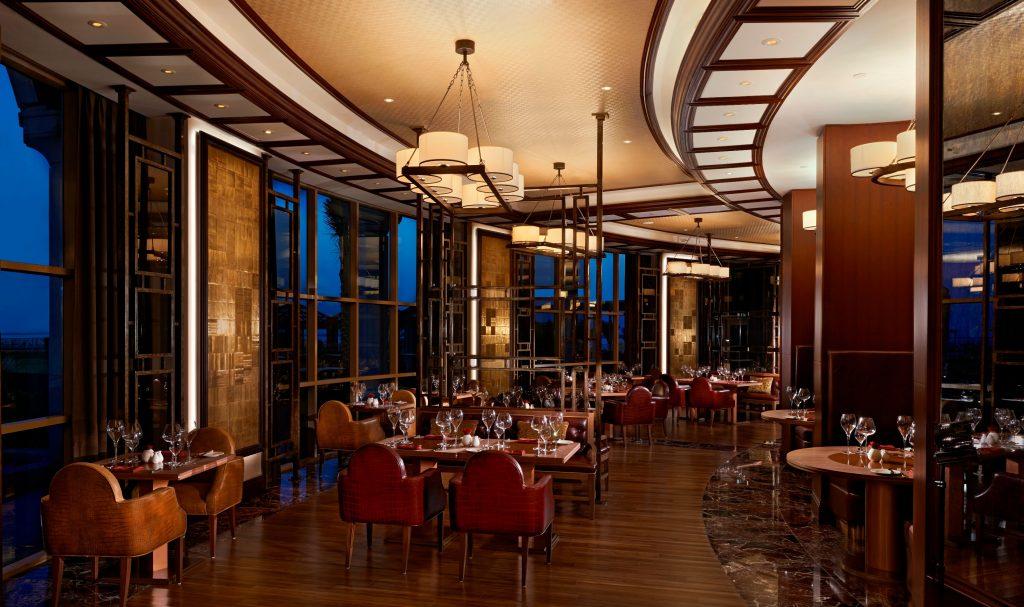 عروض مذهلة على الأطعمة والمشروبات هذا الصيف لدى فندق والدورف أستوريا رأس الخيمة