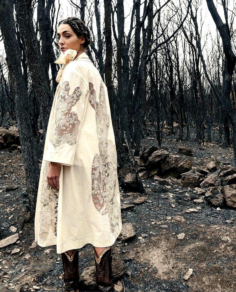 فستان على شكل معطف مخرم بالدانتيل من انطونيو ماراس-من حساب الدار على انستغرام