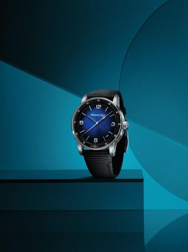 إصداراتٌ جديدة باللون الأزرق المُدخّن تنضم إلى مجموعة ساعات كود 11.59 باي أوديمار بيغه