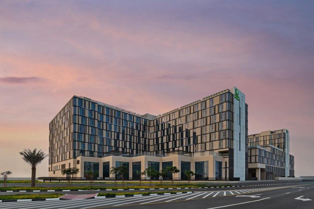 إشراق للضيافة تفتتح فندق هوليداي إن مطار آل مكتوم دبي
