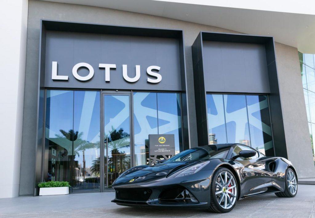 وتعد لوتس إميرا سيارة رياضية رائعة، وتتمتع بأداء قوي ومتوازن وتصميم أنيق ومتناسق يزدان بأروع اللمسات الجمالية
