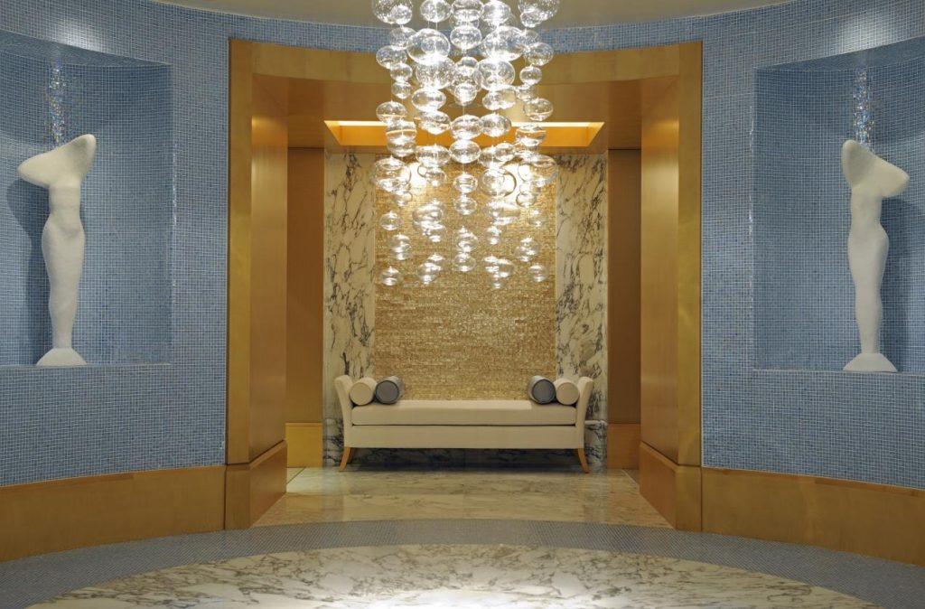 التجربة الأروع للانتعاش مع الجلسات العلاجية في سبا ريتز كارلتون، مركز دبي المالي العالمي