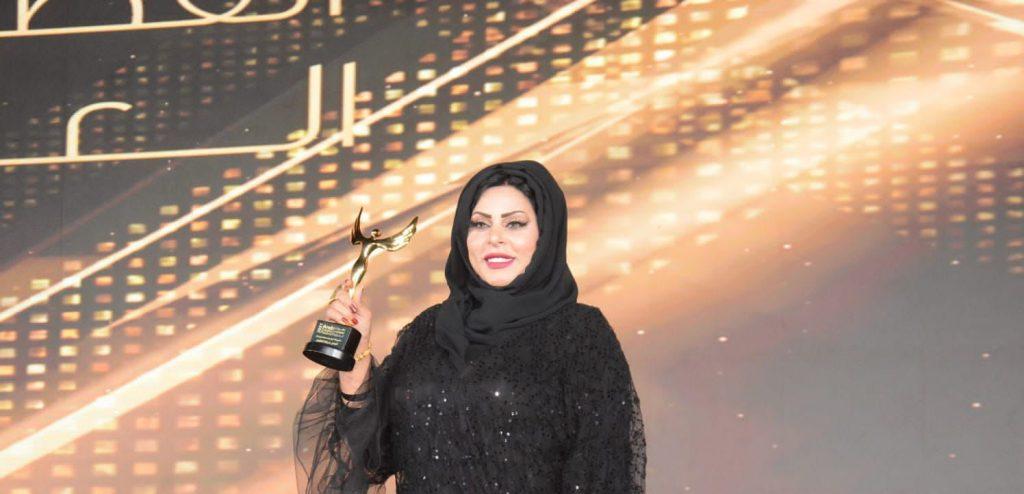 تكريم ثريا الغيثي كأفضل رائدة أعمال بالوطن العربي في مهرجان الفضائيات العربية